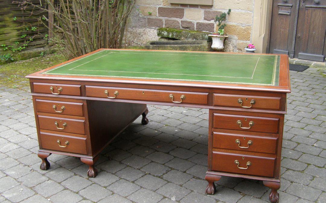 Partners Desk England 1920 Mahagoni grünes Leder