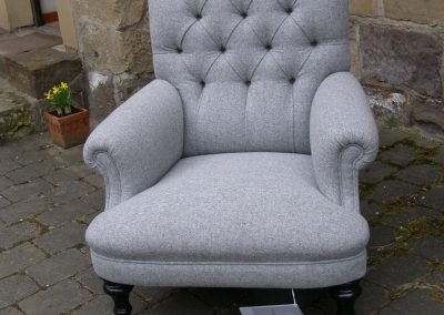Chesterfield Sessel mit Stoffpolster