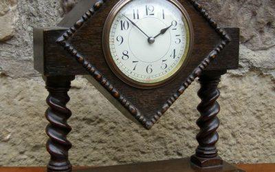 Kaminuhr Spät-Viktorianisch England um 1900 aus Eiche mit 8-Tage Uhrwerk